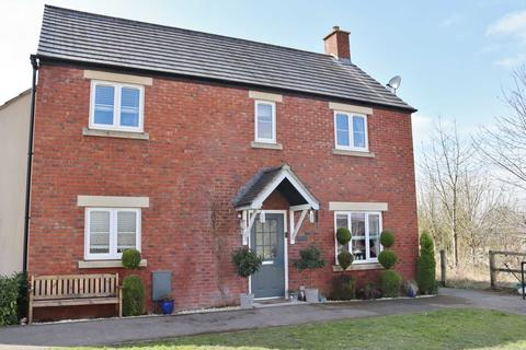 4 bedroom detached house for sale - White Horse Road, Marlborough, SN8 2FE
