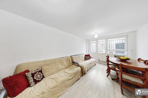3 bedroom apartment for sale - Lipton Road,  London, E1