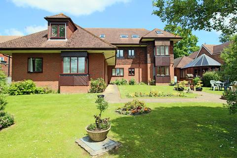 1 bedroom flat for sale - Fitzjohn Court, Keymer Road, Hassocks, West Sussex, BN6 8QP.