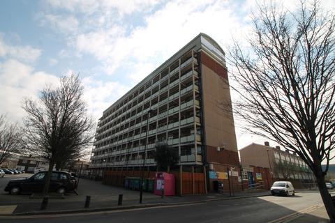 1 bedroom flat to rent - Silvertown, London, E16