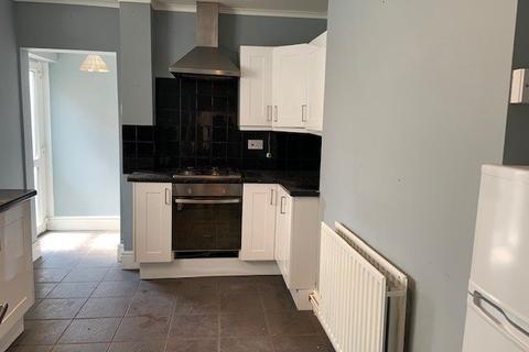 1 bedroom ground floor flat to rent - High Street, Penarth,