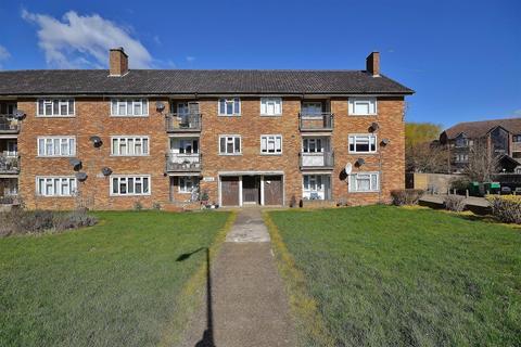 3 bedroom flat to rent - Heathcote Avenue, Clayhall