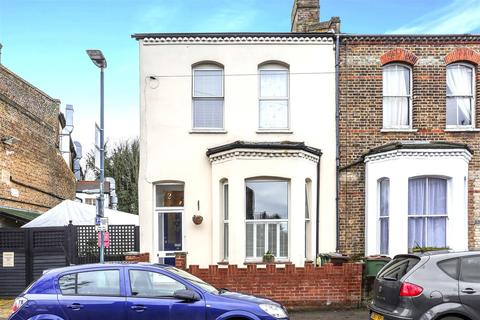 3 bedroom end of terrace house for sale - 2 Camden Road, CARSHALTON