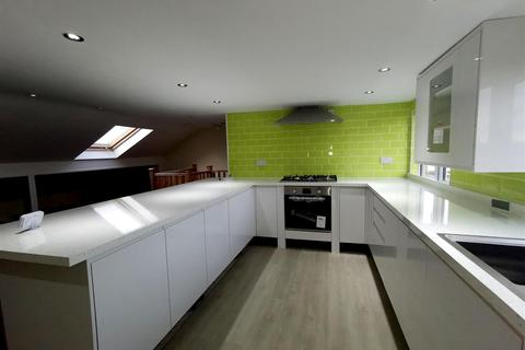 4 bedroom flat to rent - Salisbury Road, West Bromwich