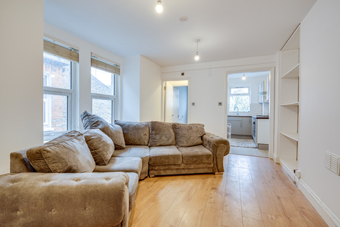 3 bedroom flat to rent - Gilbey Road, London SW17