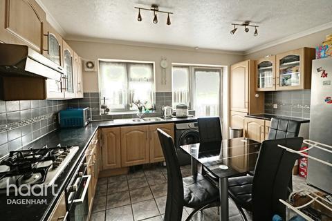 3 bedroom terraced house for sale - Porters Avenue, Dagenham