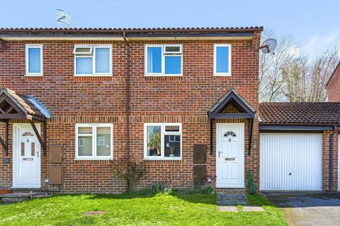 2 bedroom semi-detached house for sale - Puttocks Close, Haslemere, GU27