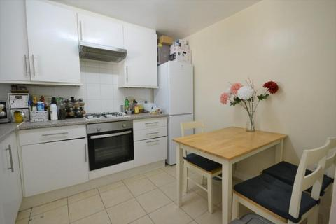 1 bedroom in a flat share to rent - WAYNEFLETE, LONDON, W10