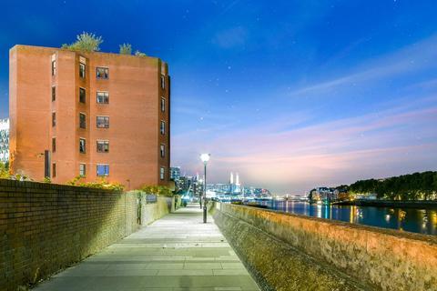 3 bedroom apartment for sale - Riverside Court, Nine Elms Lane, London, SW8