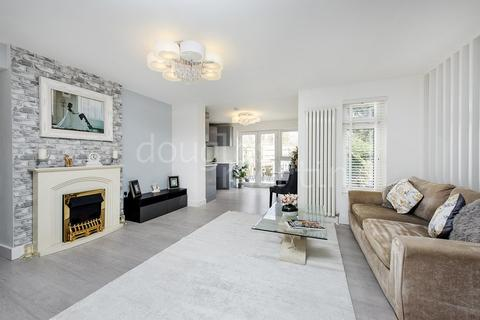 3 bedroom apartment for sale - Barford Close, London NW4