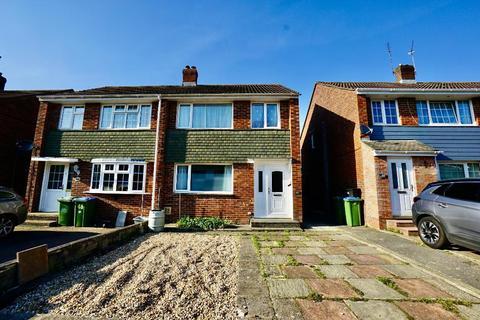 3 bedroom semi-detached house for sale - Tenterton Avenue, Southampton, SO19 9HT