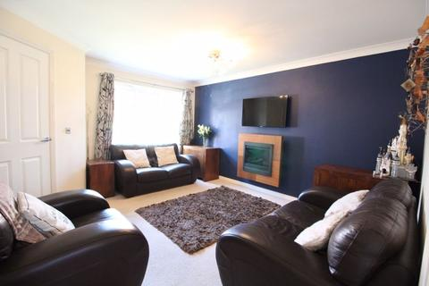 3 bedroom semi-detached house for sale - Lauder Way, Pelaw