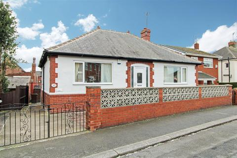 2 bedroom detached bungalow for sale - Heatons Bank, Rawmarsh, Rotherham, S62