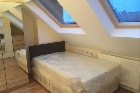 4 bedroom apartment to rent - Links Road, Tooting Broadway, SW17