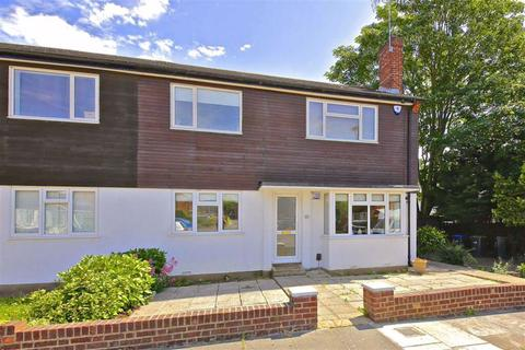 2 bedroom flat for sale - Beverley Close, Winchmore Hill, London