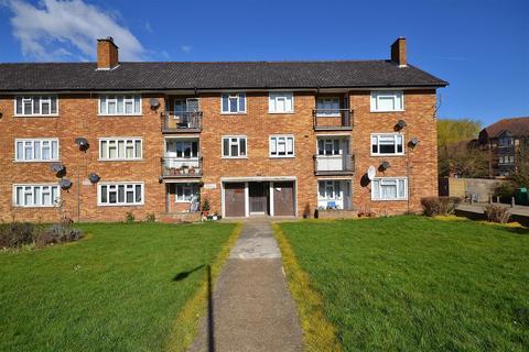4 bedroom flat to rent - Heathcote Avenue, Clayhall