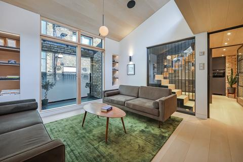 3 bedroom mews to rent - Voss Street , London  E2
