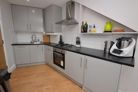 2 bedroom flat for sale - Hook Road, Chessington, Surrey. KT9 1NA