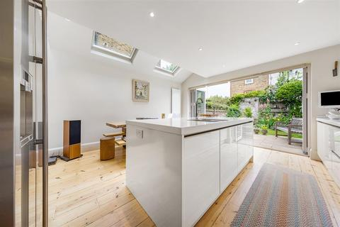 4 bedroom terraced house to rent - Grandison Road, SW11