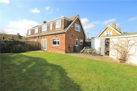 4 bedroom semi-detached house for sale - Deridene Close, Stanwell, Staines-upon-Thames, TW19