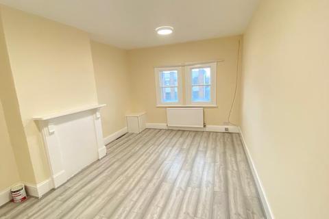 2 bedroom flat to rent - High Street North, Dunstable LU6