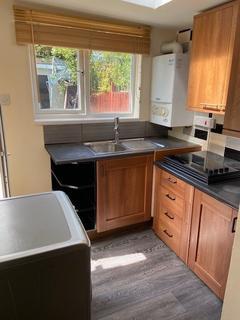 Studio to rent - Eastcote Avenue, Greenford UB6