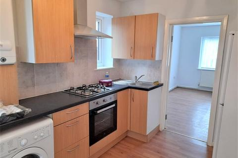 Studio to rent - Chaucer Avenue, Hayes, Greater London, UB4