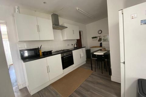 1 bedroom in a house share to rent - High Street, Harlington, Hayes, UB3