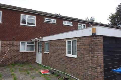4 bedroom semi-detached house to rent - Willingham Way, Kingston, KT1 3JN