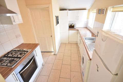 3 bedroom flat to rent - Whitefield Terrace, Heaton