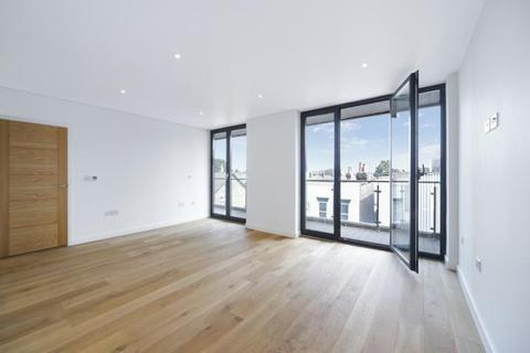 3 bedroom apartment to rent - Shirley Street, London, E16