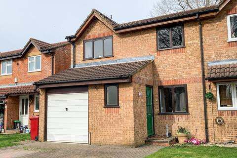4 bedroom end of terrace house for sale - Walpole Road, Slough