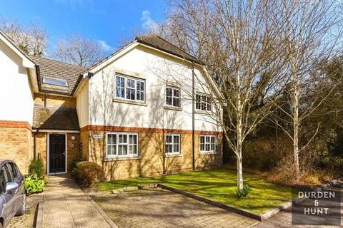 2 bedroom apartment for sale - Retreat Way, Chigwell, IG7