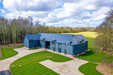 2 bedroom bungalow for sale - Upper Bedfords Farm, Lower Bedfords Road, Romford, RM1