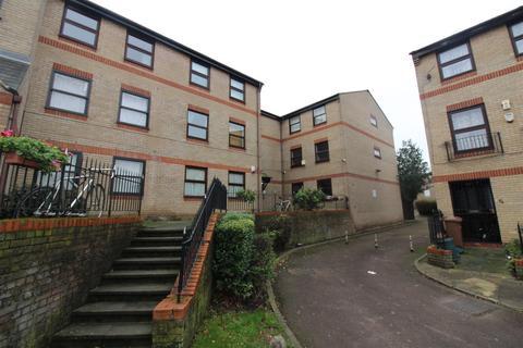 2 bedroom ground floor flat to rent - Edmeston Close, Hackney