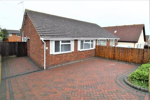 2 bedroom bungalow for sale - The Broadway, Minster On Sea, Sheerness