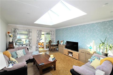 2 bedroom detached bungalow for sale - Abbey View Drive, Minster On Sea, Sheerness