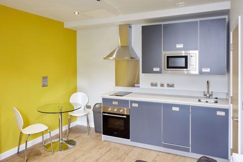 Studio to rent - `Queens Road, Clifton