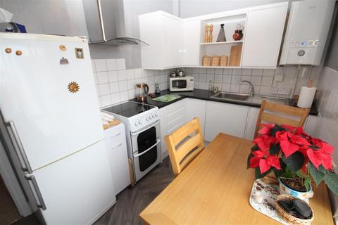 2 bedroom flat for sale - 4 Hillside Road, Colwyn Bay