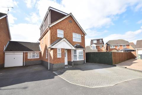 4 bedroom detached house for sale - Lavender Close, Luton