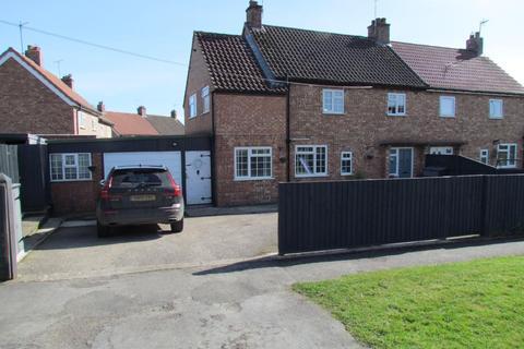 4 bedroom semi-detached house for sale - Castlegarth, Thornton-Le-Dale. YO18 7SZ