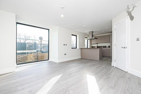 2 bedroom flat for sale - Station Road, Chingford