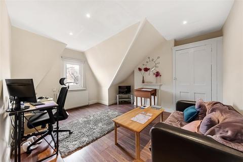 2 bedroom flat to rent - Morella Road, SW12
