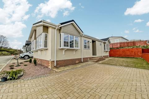 2 bedroom bungalow for sale - Seaview Park, Hartlepool, Durham, TS24 9SJ