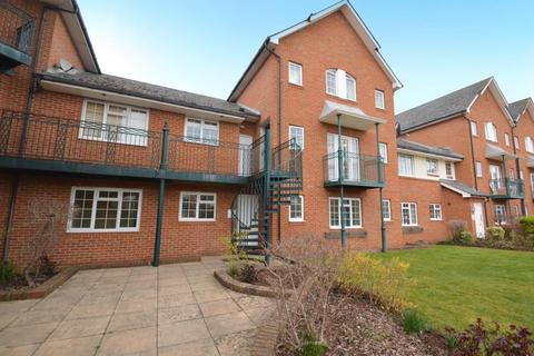 2 bedroom flat to rent - Knights Place, Wndsor
