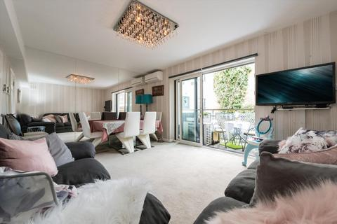 2 bedroom flat for sale - Parkland Court, Addison Road, Holland Park, London, W14