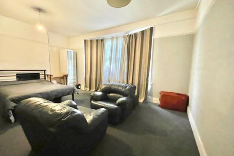 1 bedroom flat to rent - Aldermans Hill, Palmers Green , London  N13