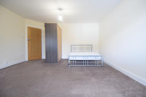 Studio to rent - London, UB6