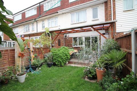 3 bedroom terraced house for sale - Atkinson Road, London, E16