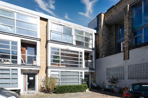 3 bedroom mews for sale - Treadway Street, Bethnal Green, London, E2
